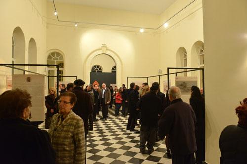 Η έκθεση παρουσιάζει 14 αντίγραφα τοπιογραφιών του βικτωριανού καλλιτέχνη Edward Lear.